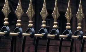 Вироби художньої ковки з металу в інтер`єрах
