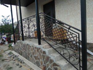 Огородження балкону та сходів заміського будинку