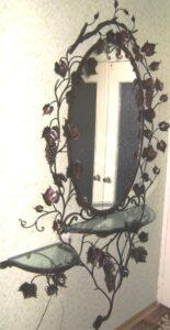 Коване дзеркало з  виноградом та листям